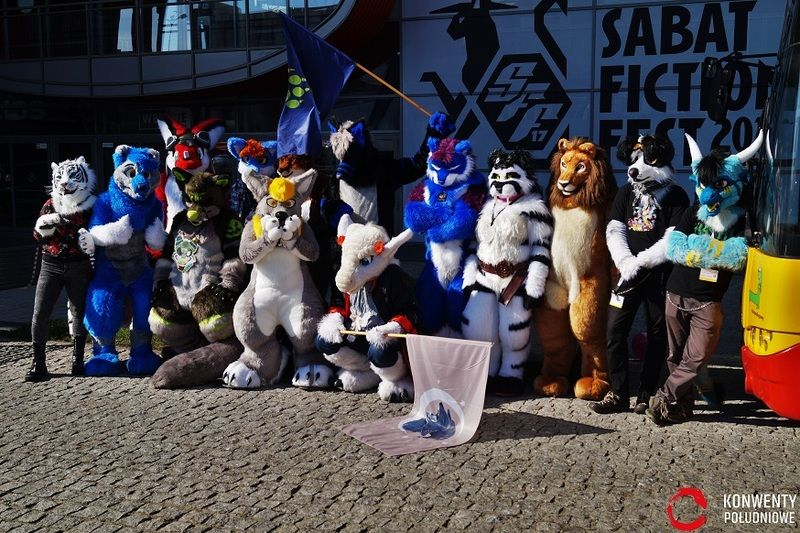 Sabat Fiction-Fest Furry na konwencie